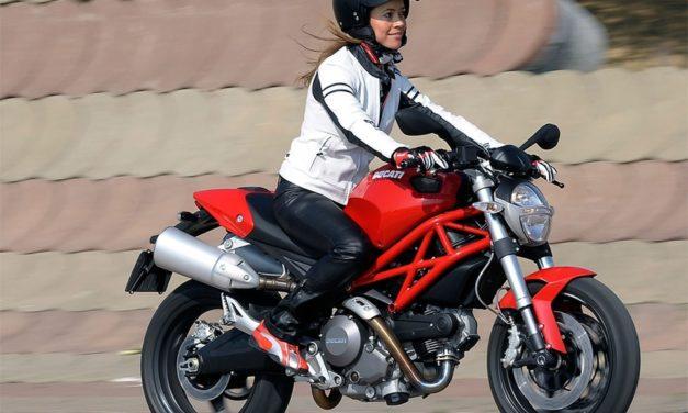Moto pour femme : des motos adaptées aux petits gabarits